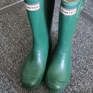 Hunter rain  boots green like new  reflection